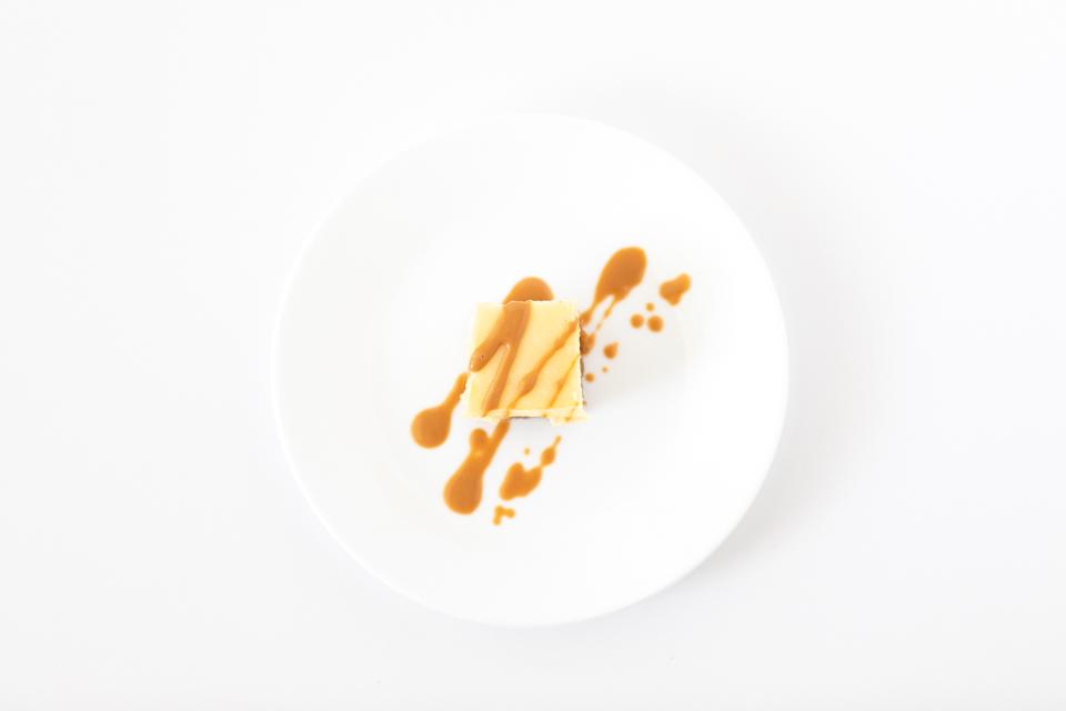 Cheesecake Bite with Caramel Sauce